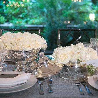 Detalle centro de mesa floral en una boda en Mestura Restaurante