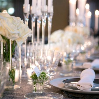 Detalle platos en el montaje de una boda en Mestura Restaurante