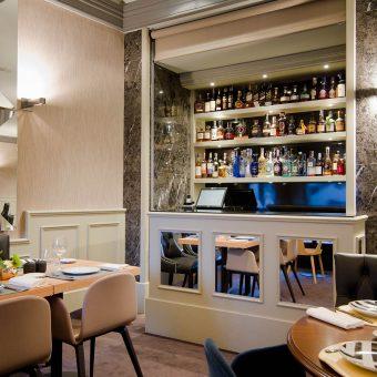 Barra de la sala de Mestura Restaurante en Oviedo