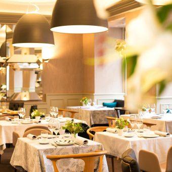 Vista general de la sala de Mestura Restaurante en Oviedo